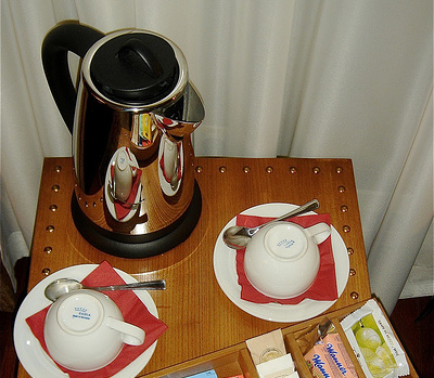 Electric kettle and cups