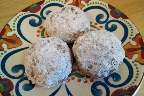 Cinnamon-Dusted Pecan Russian Tea Cakes